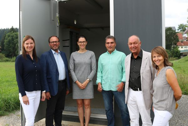 v.l.n.r.: Katrin Merklinger (Zweckverband), Severin Graf (Bürgermeister Donaueschingen), Marina Stiegeler (Stiegeler IT), Holger Lind, Dr. Hans-Günter Buller (Ortsvorsteher Grüningen), Monika Lind (Ortschaftsrat)