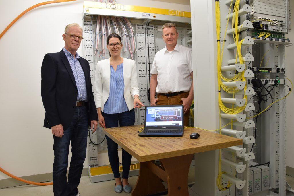 Sulzburg verfügt in Laufen und St. Ilgen über ein FTTC-Netz, nun sind auch die ersten FTTH-Anschlüsse (Glasfaser-Hausanschlüsse) in Sulburg und an der Trasse in Betrieb.