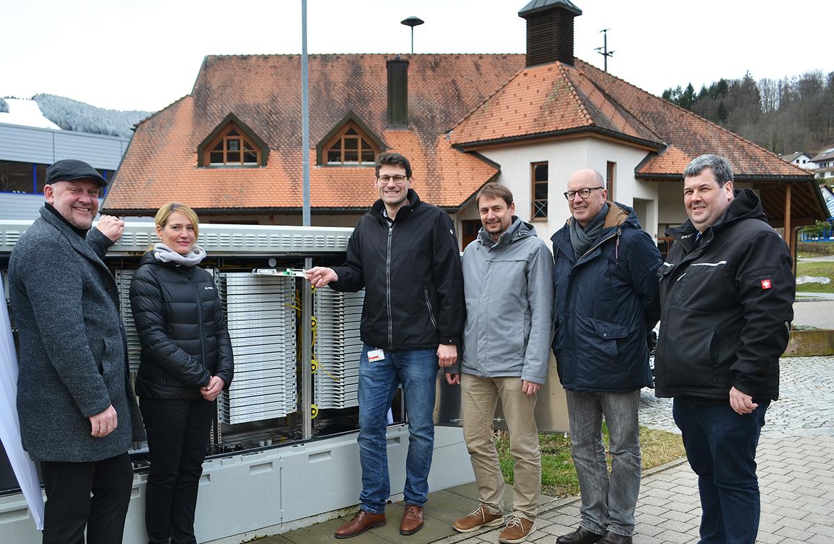 Am zentralen Technikstandort in Wembach fand die offizielle Übergabe des Netzes vom Zweckverband an den Netzbetreiber statt.
