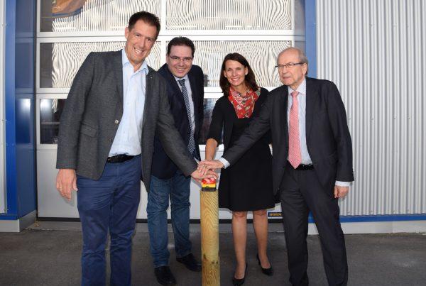 Das Glasfasernetz in Löffingen und Ortsteilen ist offiziell am Bauhof der Stadt in Betrieb genommen worden.